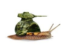 在白色背景的军事蜗牛坦克 免版税库存照片