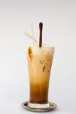 在白色背景的冰冻咖啡 库存照片