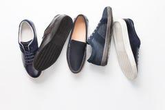 在白色背景的几双人` s鞋子 库存照片
