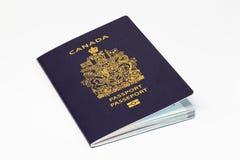 在白色背景的加拿大护照 图库摄影