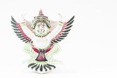 在白色背景的古色古香的陶瓷泰国garuda雕象 库存照片