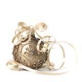 在白色背景的古铜色圣诞节中看不中用的物品 库存图片