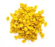 在白色背景的可口黄色谷物 免版税库存照片