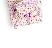 在白色背景的可爱的giftboxes 免版税库存图片