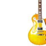 在白色背景的右边柠檬镶有钻石的旭日形首饰的经典电吉他,与大量拷贝空间 免版税图库摄影