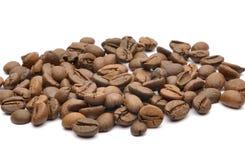 在白色背景的咖啡豆 免版税图库摄影