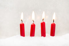 在白色背景的四红色蜡烛圣诞节的 库存照片