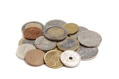 在白色背景的国际硬币 免版税库存图片
