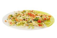 在白色背景的圆白菜沙拉 免版税库存照片