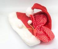 在白色背景的圣诞老人帽子,圣诞老人 免版税图库摄影