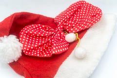 在白色背景的圣诞老人帽子,圣诞老人 免版税库存照片