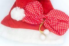 在白色背景的圣诞老人帽子,圣诞老人 免版税库存图片