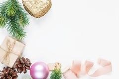 在白色背景的圣诞节框架 免版税库存图片