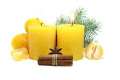 在白色背景的圣诞节蜡烛 图库摄影