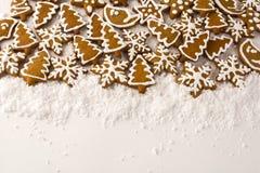 在白色背景的姜饼 库存照片