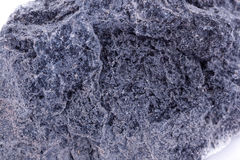 在白色背景的宏观矿物石蛇纹石 库存照片