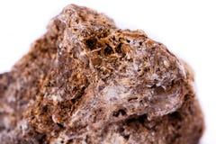 在白色背景的宏观矿物石wulfenite 库存图片