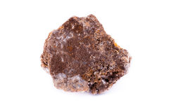 在白色背景的宏观矿物石wulfenite 免版税库存照片
