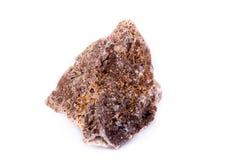 在白色背景的宏观矿物石wulfenite 免版税图库摄影