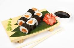 在白色背景的寿司卷 免版税图库摄影