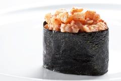 在白色背景的寿司gunkan maki 免版税库存图片