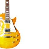 在白色背景的左边柠檬镶有钻石的旭日形首饰的经典电吉他,与大量拷贝空间 库存照片