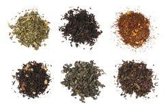 在白色背景的干燥茶收藏 套六茶堆 免版税库存图片