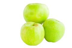 在白色背景的开胃新鲜的水多的苹果 免版税库存照片