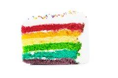 在白色背景的彩虹蛋糕 免版税库存照片