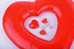 在白色背景的情人节红色心脏 免版税图库摄影