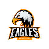 在白色背景的愤怒的老鹰体育传染媒介商标概念 免版税库存图片