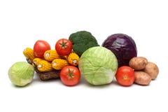 在白色背景的成熟新鲜蔬菜 库存照片