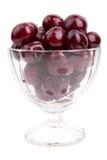在白色背景的成熟,水多的樱桃 免版税库存图片