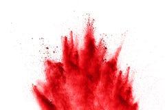 在白色背景的抽象红色粉末爆炸 在背景喷溅的抽象红色尘土 库存图片