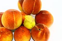 在白色背景的挖坑的桃子 免版税图库摄影