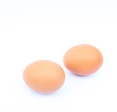 在白色背景的新鲜的鸡蛋 库存图片