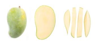 在白色背景的新鲜的绿色芒果 免版税库存照片