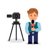 在白色背景的新闻工作者男性角色与照相机和一个话筒在她的手上 免版税图库摄影