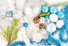 在白色背景的新年装饰 免版税库存照片