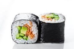 在白色背景的新素食寿司卷 库存图片
