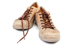 在白色背景的时兴的运动鞋鞋子鹿皮鞋 库存照片