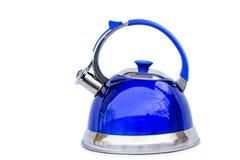在白色背景的明亮的蓝色水壶 免版税库存照片