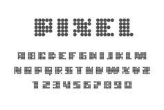 在白色背景的映象点字体 大写字目和数字 免版税库存图片