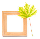 在白色背景的木框架。 免版税库存图片