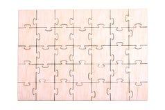 在白色背景的木难题样式 免版税库存照片