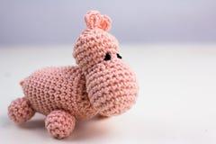 在白色背景的桃红色羊毛玩具 免版税库存图片