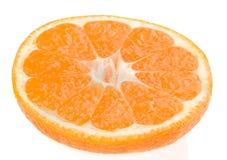 在白色背景的橙色切片 免版税库存照片
