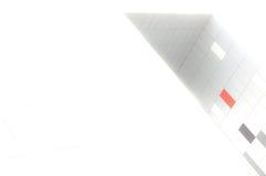 在白色背景的橙色,白色和灰色箱子 库存图片