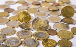 在白色背景的欧洲硬币 库存图片