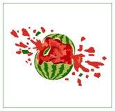 在白色背景的残破的西瓜 免版税库存图片